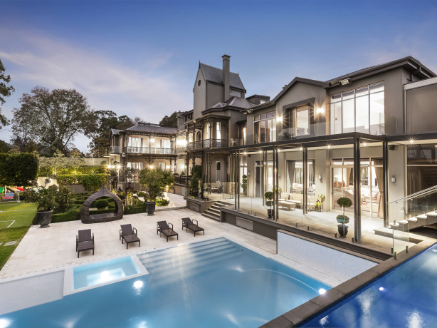 5 homes to buy if you won last night's Powerball jackpot